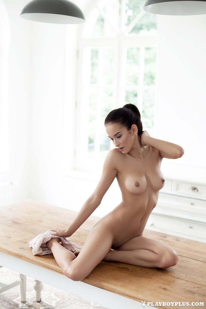 Jasmine lennard's topless boob selfies